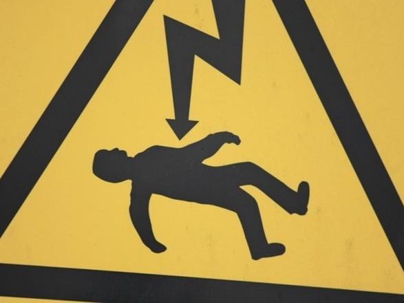 На Прикарпатті, від ураження струмом у власній оселі, загинув 44-річний чоловік