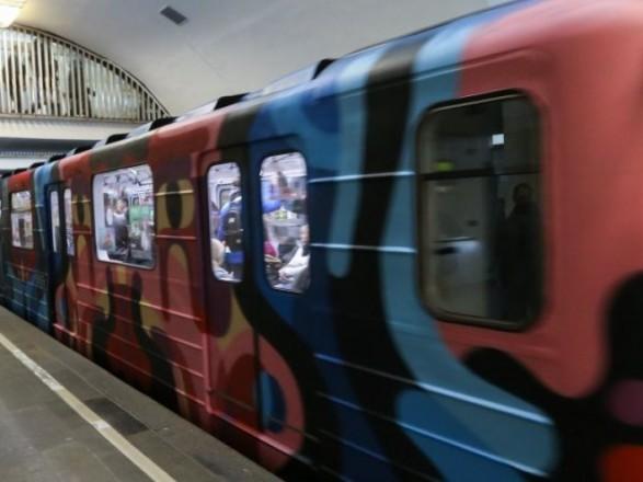 Насиній гілці київського метро людина впала наколії