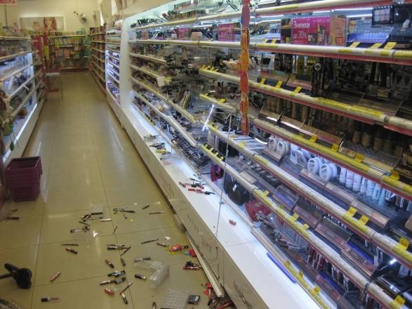 20d1b305127d Харьковчанин разгромил несколько полок в косметическом магазине после того,  как сотрудники отказались дать ему денег на проезд, передает УНН со ссылкой  на ...