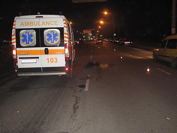 Правоохоронці розшукують водія, який на «Пасічній» збив 16-річну дівчину, та утік з місця ДТП