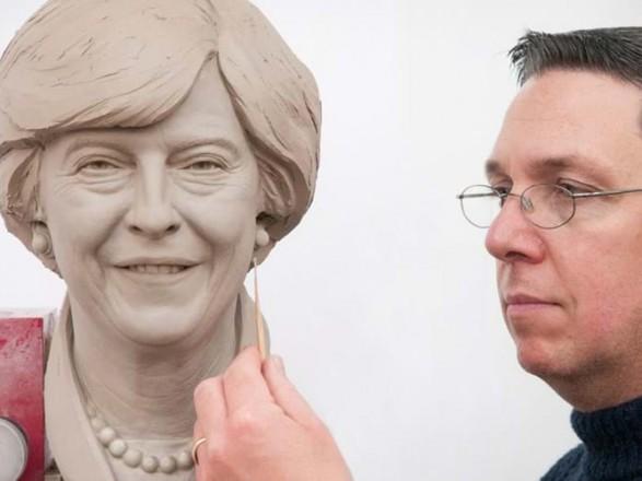 Музей воскових фігур Мадам Тюссо представив фігуру прем єр-міністра  Великобританії Терези Мей. Про це повідомляється на сайті музею 0f1c60be4eb04