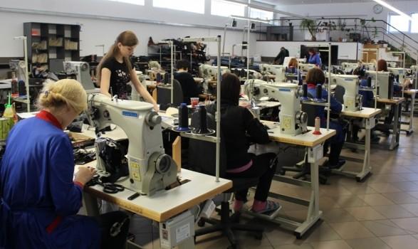 Українці шиють одяг для європейських брендів за безцінь - дослідження 8b49e05c719f1