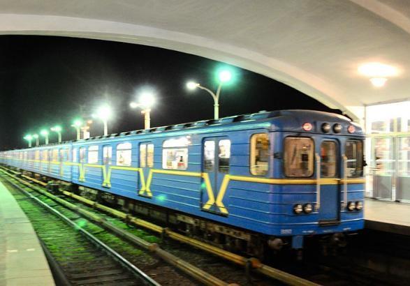 УКиєві настанції метро Дарниця людина впала наколію
