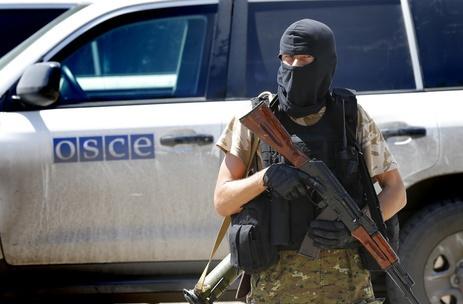 Бойовик ДНР погрожував стріляниною спостерігачам ОБСЄ,— Хуг