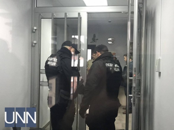 Силовики прийшли зобшуками вчергову компанію Новинського