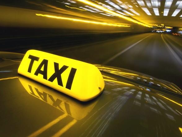 В Запорожье таксист иностранец грабил женщин