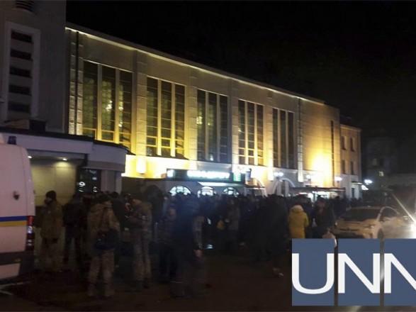 УКиєві «замінували» Центральний вокзал, лікарню таТЦ Гулівер