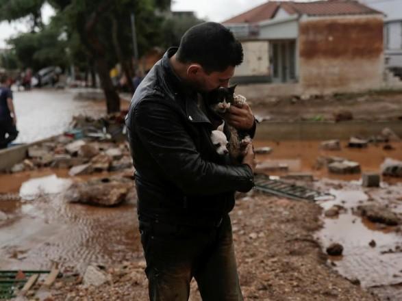 Число загиблих врезультаті повені наоколицях Афін зросло до14 осіб