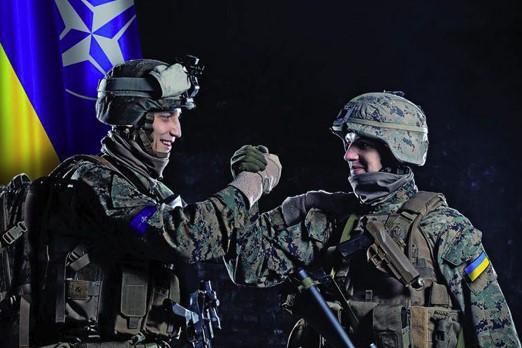 Столтенберг заявив, щодвері НАТО відчинені для України і Грузії
