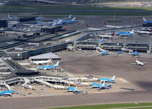 Ваэропорту Амстердама произошел сбой всистеме: десятки рейсов задерживаются