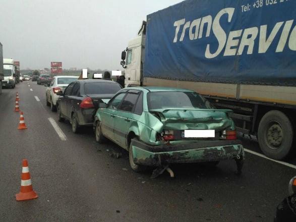 Масштабна ДТП біля Львова: на кільцевій дорозі зіткнулися п'ять автівок