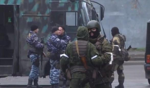 МВС: УЛуганську знаходяться близько тисячі військових зРФ