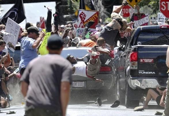 УНью-Йорку автомобіль врізався вгрупу людей