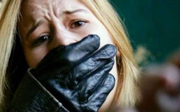 УКиєві озброєний рецидивіст викрав дівчину, щоб знею помиритися