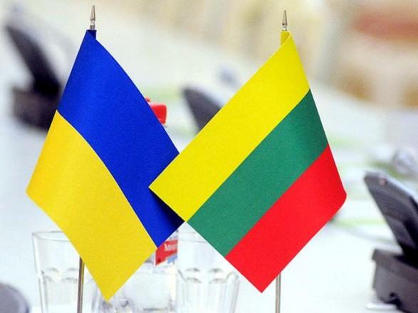 Сьогодні Президент з робочим візитом відвідає Литву