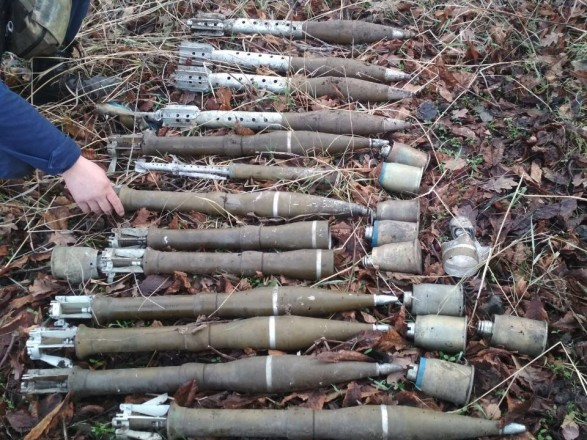 Прикордонники виявили вДонецькій області сховок із російською зброєю