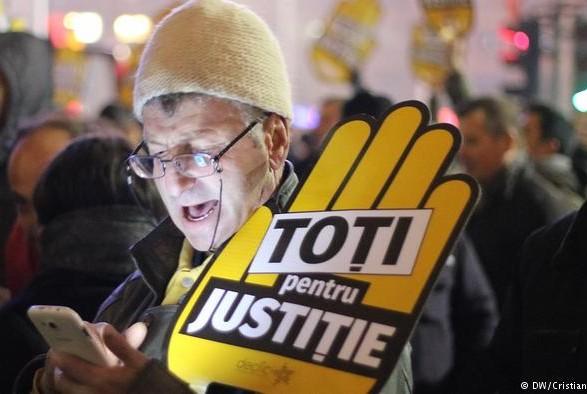 Тисячі людей вийшли на антикорупційні протести в Румунії