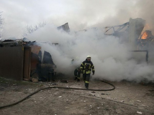 НаРусанівських садах уКиєві ліквідували масштабну пожежу вприватному будинку— ДСНС