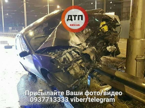 Залишив уавто поранену: уКиєві водій влаштував ДТП і втік