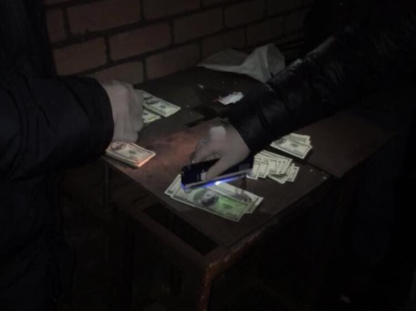 Керуючу заводом уДніпрі затримали захабар у $35 тисяч