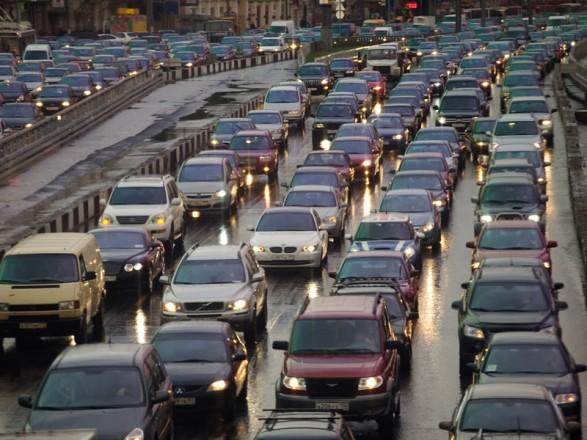 ДТП заранок і затори 6 балів: снігопад зупинив Київ