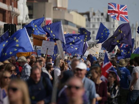 Понад половина британців зізналися, щохочуть залишитися в ЄС— опитування