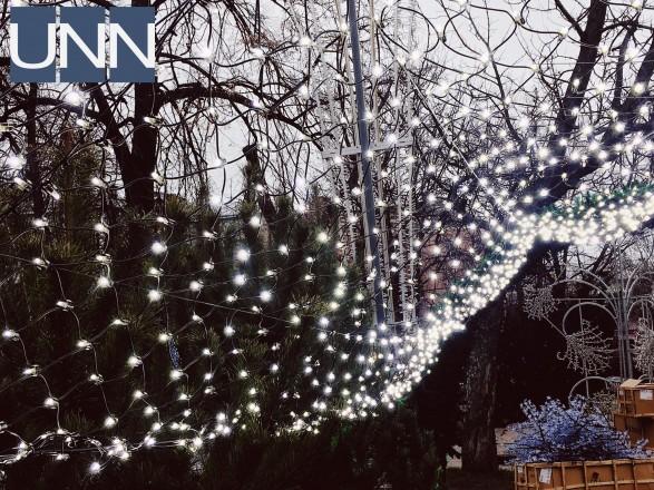 Київську ялинку прикрасили гірляндами та ліхтариками (7.39 24) b397a14e90036