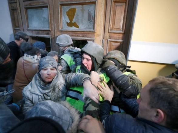 Внаслідок сутичок під Жовтневим палацом постраждали 60 нацгвардійців, 15— госпіталізовано