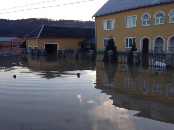 Через підтоплення свердловин 12 тис. мешканців Мукачева залишилися без водопостачання
