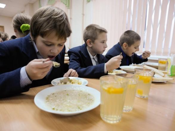 Українці просять Президента вирішити проблеми харчування дітей у школах