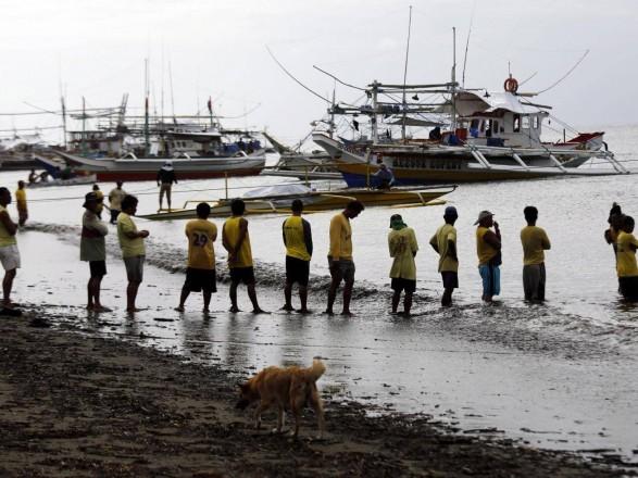 Біля узбережжя Філіппін переернувся пором із 251 особою наборту, є жертви