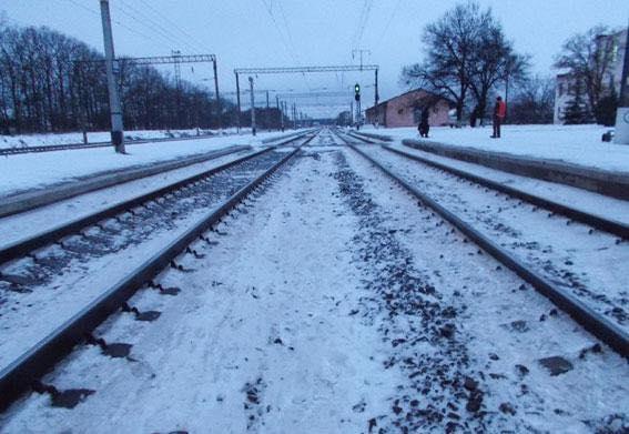 На Рівненщині загинула жінка, яка разом з дітьми перебігала залізничні колії