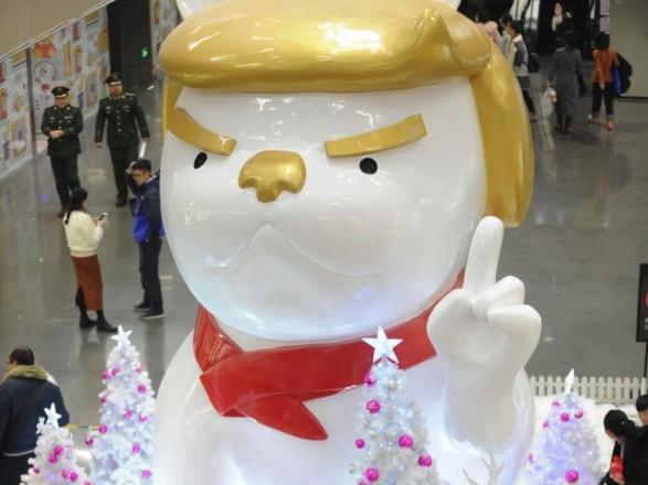 Гигантского пса слицом Трампа установили в«Поднебесной»