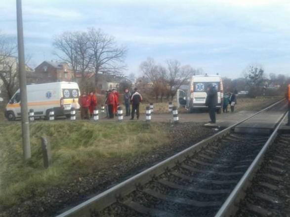 НаЛьвовщине карета «скорой» столкнулась споездом, есть пострадавшие