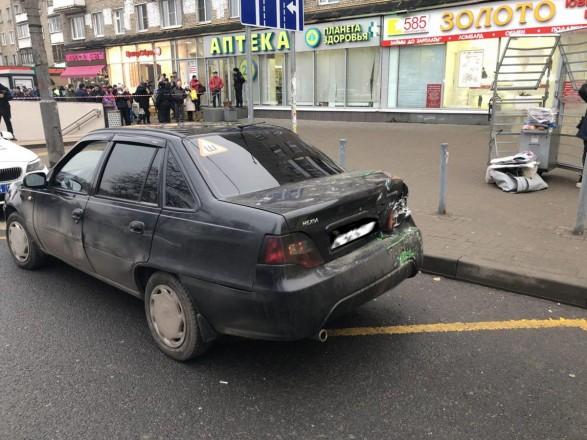 Автобус в'їхав узупинку вМоскві, є постраждалі