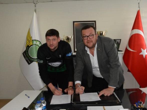 Божевільний чемпіонат: футболіст збірної України підписав контракт зновим європейським клубом