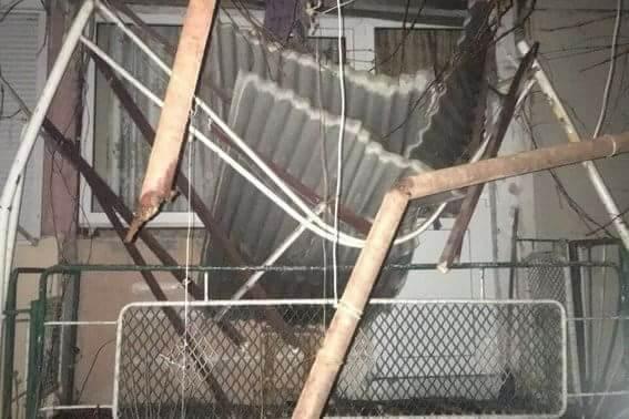 У Мукачево жінка вистрибнула з 5-го поверху і сховалась у кущах
