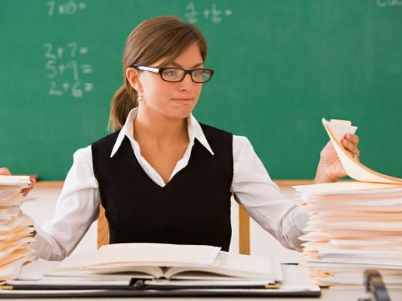 Кабмин сегодня рассмотрит вопрос о повышении зарплат учителям