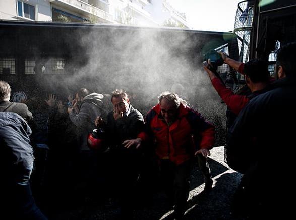 ВАфинах милиция  применила слезоточивый газ кпротестующим