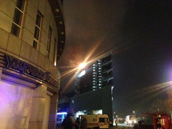 ВКиєві загорівся торгово-офісний центр