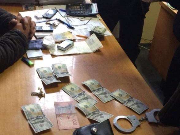 Чиновника закарпатского потребсоюза задержали на взятке в 1,5 тыс. долларов
