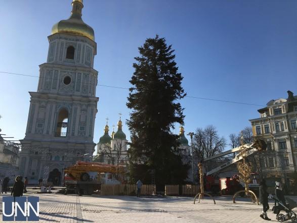 Ось і святам кінець: головну ялинку України розібрали