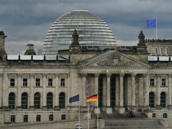 Німецькі соціал-демократи погодились накоаліційні переговори зблоком Меркель