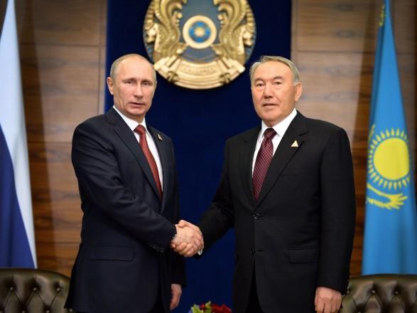 Путін обговорив зНазарбаєвим ситуацію вУкраїні