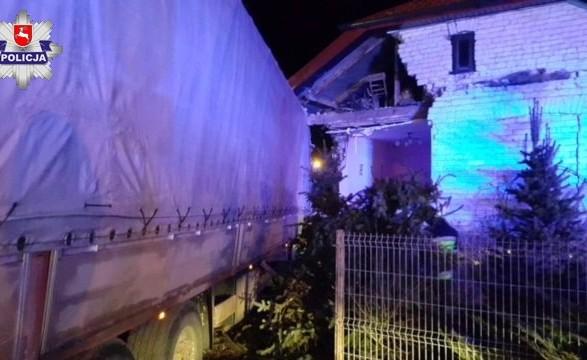 УПольщі українець нафурі протаранив будинок зтрьома дітьми всередині