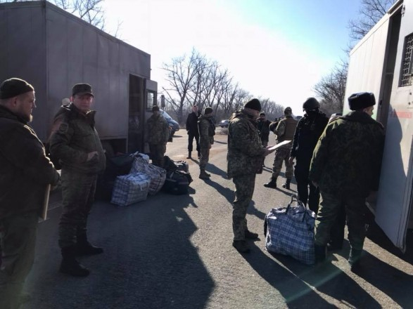 """До України перемістили ще 20 ув'язнених з """"ДНР"""""""