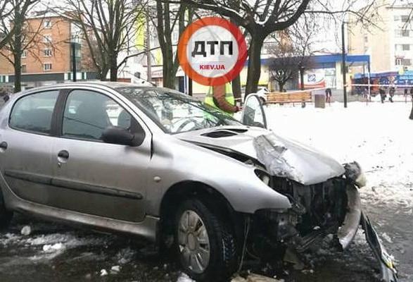 Двоих пешеходов напереходе сбила машина вБелой Церкви