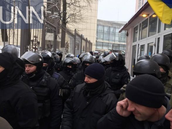 Біля Солом'янського суду Києва поранили правоохоронця – поліція
