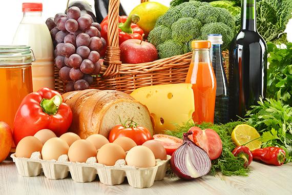 Українці витрачають на їжу менше за всіх у Європі
