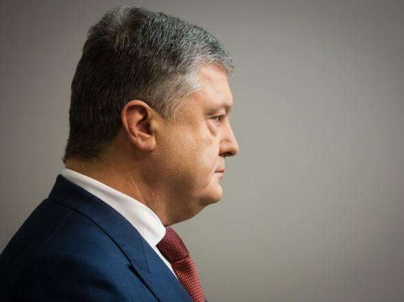 Оболонський суд відмовився повторно допитувати Порошенка